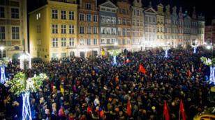 Rassemblement à Gdansk après l'annonce du décès de Pawel Adamowicz, le 14 janvier 2019.