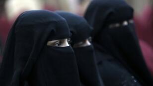 الجدل حول النقاب غالبا ما يثيير انقساما في الشارع الجزائري