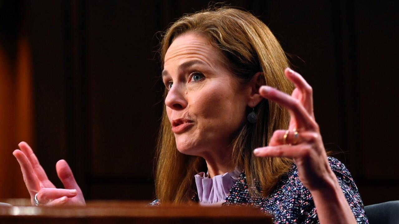 Archivo-La jueza Amy Coney Barrett habla durante el tercer y último día de interrogatorios ante el Senado, en su audiencia de confirmación para la vacante en la Corte Suprema de Justicia. En Washington DC, EE. UU., el 14 de octubre de 2020.