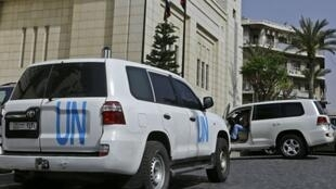 سيارات بعثة منظمة حظر الأسلحة الكيميائية في دمشق بتاريخ 19 نيسان/أبريل