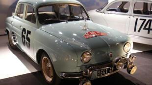 La Dauphine, qui contribuera, comme la 4CV, à la motorisation de la France d'après-guerre et dont un modèle gagnera le Rallye de Monte-Carlo en 1958