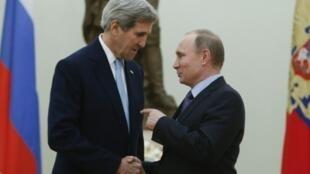 الرئيس بوتين والوزير كيري في الكرملين في 15 كانون الأول/ديسمبر 2015