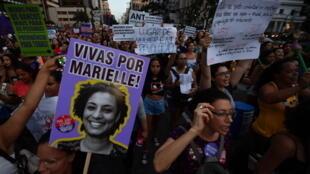 Lors de la marche pour la Journée internationale des droits des femmes, le 8mars2019 à Sao Paulo, des pancartes rendaient hommage à Marielle Franco.