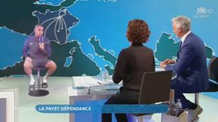 L'hologramme de Dimitri Payet interviewé sur le plateau de M6, le 19 juin 2016 après Suisse - France.
