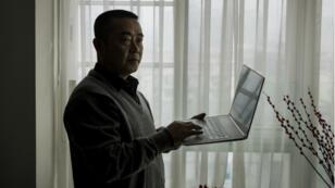 Le dissident chinois Huang Qi, dans son appartement à Chengdu, dans le Sichuan, le 22 janvier 2015.