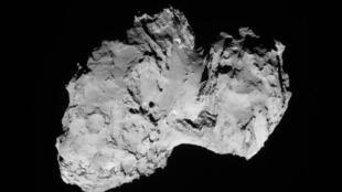 """La comète """"Tchouri"""" ne mesure que 4 km de diamètre"""