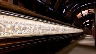 El tapiz de Bayeux que ilustra la conquista del trono de Inglaterra por Guillermo I, el Conquistador.