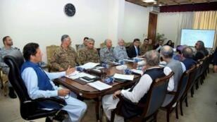 صورة نشرتها رئاسة الحكومة الباكستانية تظهر ترؤس رئيس الوزراء عمران خان لاجتماع مجلس الأمن القومي في إسلام أباد في 7 آب/أغسطس 2019.