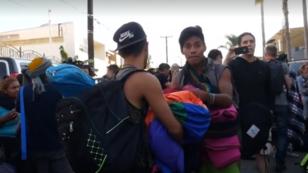Primer grupo de la caravana migrante centroamericana llegó este 12 de noviembre a Tijuana, en el norte de México, en la frontera con EE. UU. Son cerca de 80 personas que dicen que pedirán asilo a las autoridades estadounidenses en los próximos días.