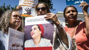 Los manifestantes apoyan a Hajar Raissouni en una audiencia sobre su juicio en Rabat, el 9 de septiembre de 2019.