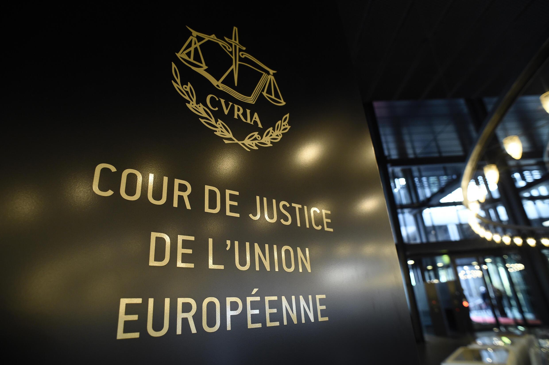 La justice européenne a jugé jeudi invalide un accord crucial permettant le transfert de données personnelles entre l'Union européenne et les États-Unis.