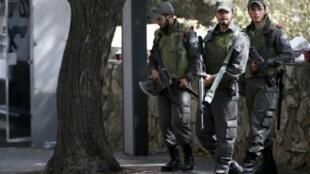 انتشار للشرطة الإسرائيلية قرب حي جبل المكبر في 18 تشرين الأول/أكتوبر 2015