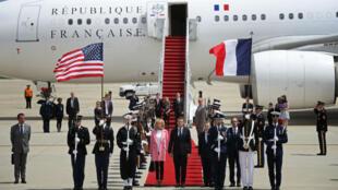 Emmanuel Macron est le premier dirigeant étranger que Donald Trump reçoit pour une visite d'État.