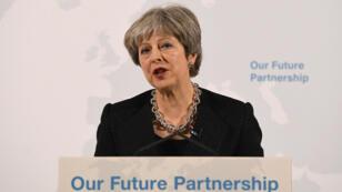 La primera ministra de Gran Bretaña, Theresa May, pronuncia un discurso sobre su visión del 'Brexit', en Mansion House en Londres, Gran Bretaña, 2 de marzo de 2018.