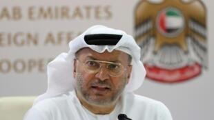 وزير الدولة الإماراتي للشؤون الخارجية أنور قرقاش خلال مؤتمر صحفي في 13 تشرين الأول/أكتوبر 2018