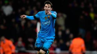 Lionel Messi célèbre un de ses buts lors de la victoire du FC Barcelone face à Arsenal, le 23 février 2016 à Londres.