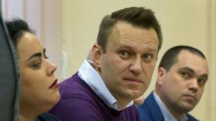 المعارض الروسي ألكسي نافالني يستمع لحيثيات القضية المرفوعة ضده في 5 شباط/فبراير 2017
