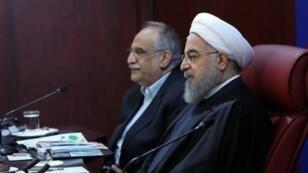 روحاني ووزير الاقتصاد مسعود كرباسيان في طهران، 8 كانون الثاني/يناير 2018.