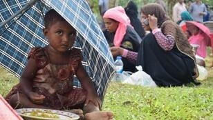 فتاة صغيرة من الروهينغا على الحدود بين بورما وبنغلادش 28 آب/أغسطس 2017