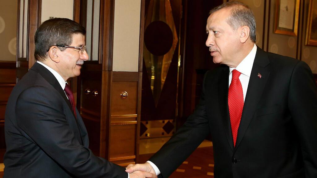 الرئيس التركي رجب طيب أردوغان ورئيس وزرائه أحمد داوود أوغلو