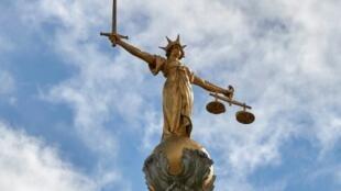 La statue au dôme de la cour criminelle de Londres, Old Bailey, où l'ex-femme de l'ancien président libérien Charles Taylor était jugée pour torture durant la guerre civile. (Photo d'illustration)