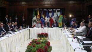 Reunión del gobierno venezolano y la oposición en Santo Domingo