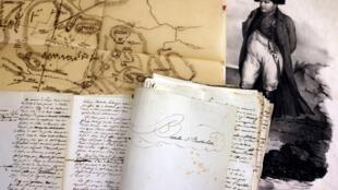 Le manuscrit dicté et annoté par Napoléon, ainsi qu'un plan de bataille dessiné par un général fidèle à l'empereur, exposés dans une galerie parisienne, le 25 janvier 2021