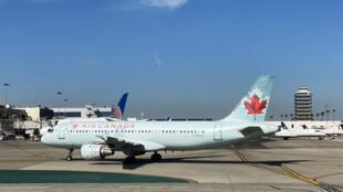 Un avion de la compagnie Air Canada sur le tarmac de l'aéroport de Los Angeles, le 12 février 2020