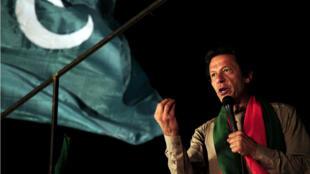 Imran Khan s'adresse à la foule de ses partisans le 1er septembre à Islamabad.