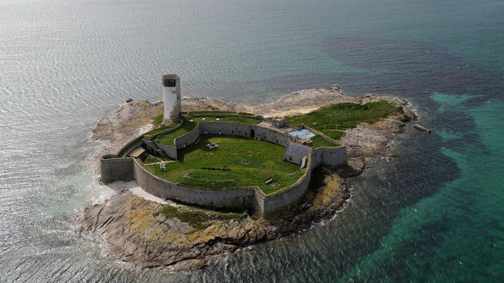 Le fort de l'île Cigogne sur l'archipel des Glénans, dans le Morbihan, est l'un des 18 sites jugés prioritaires par le ministère de la Culture.