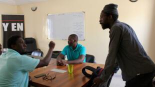 Cheikh Fadel Barro et Aliou Sané débattent dans le QG de Y'en-a-marre
