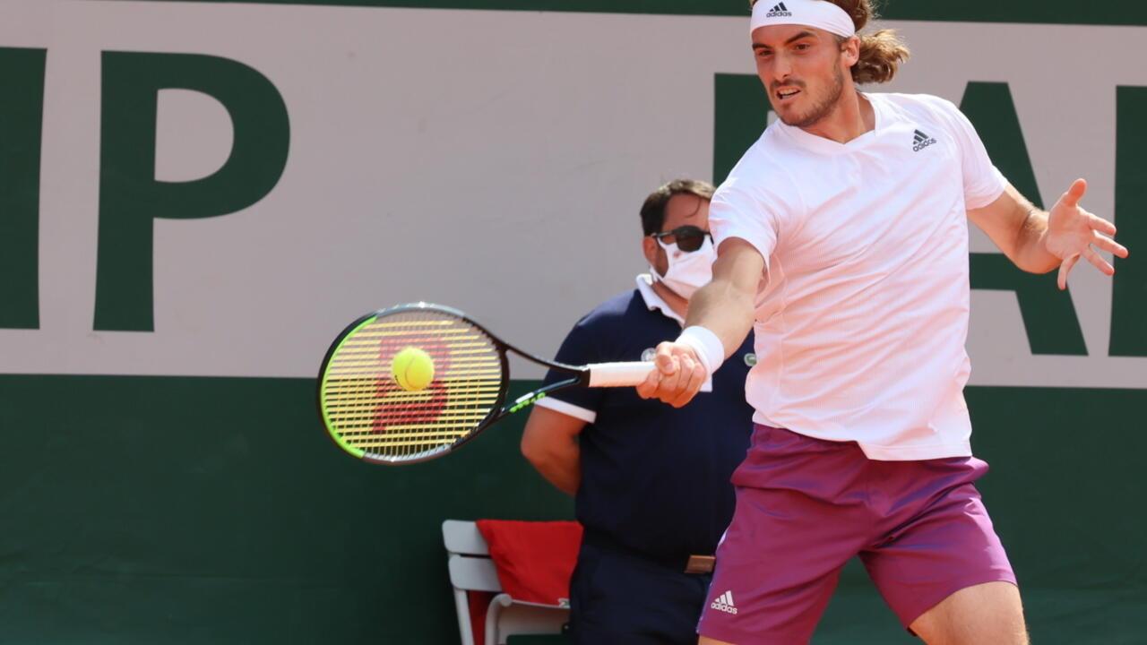 الألماني زفيريف واليوناني تسيتسيباس يعبران إلى الدور الثالث من بطولة رولان غاروس لكرة المضرب