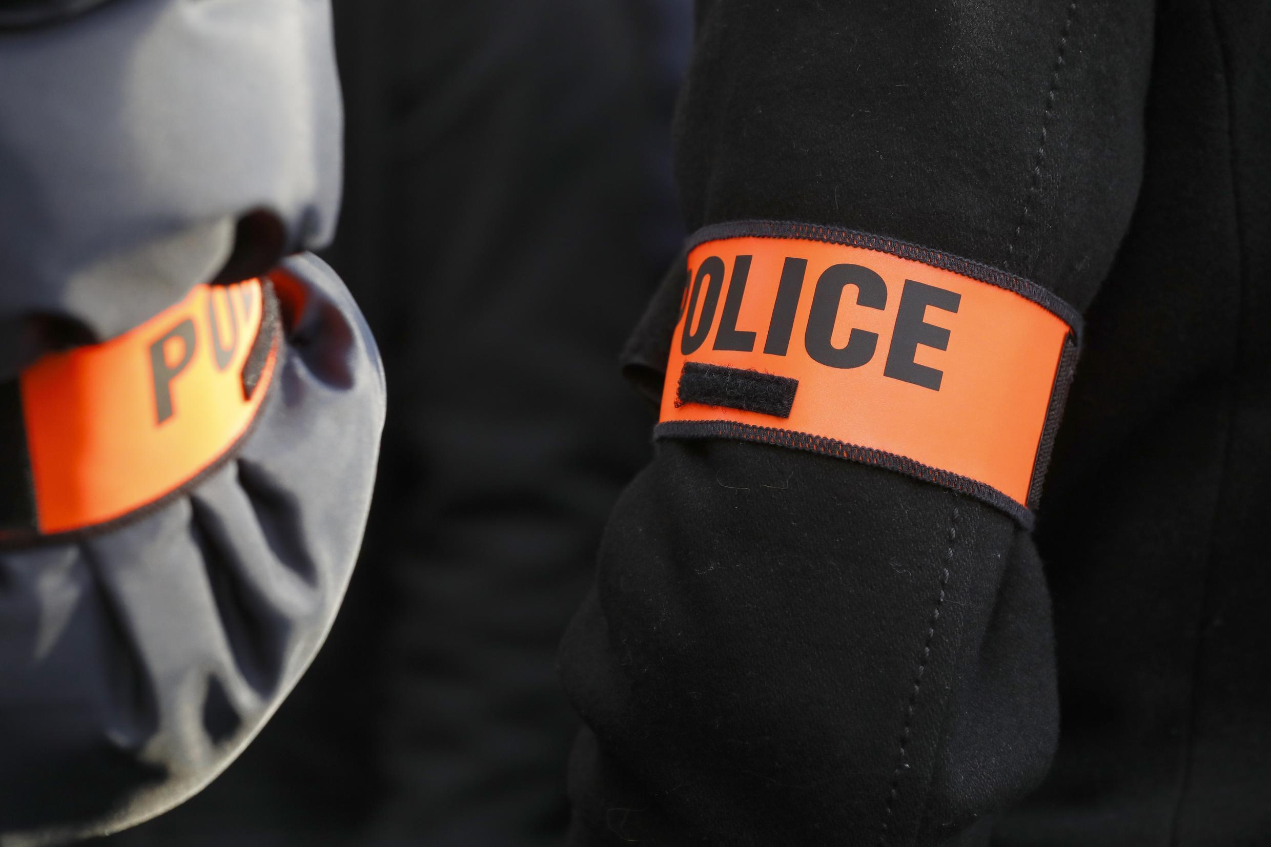 A video clip of alleged racist behaviour by police officers in the Ile-Saint-Denis area near Paris has sparked an investigation by France's police watchdog.
