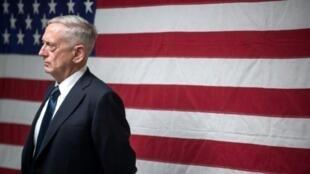 صورة نشرتها وزارة الدفاع الأمريكية 29 أيلول/سبتمبر 2017، يظهر فيها وزير الدفاع جيم ماتيس يتحدث إلى جنود في قندهار بأفغانستان في 28 أيلول/سبتمبر 2017.