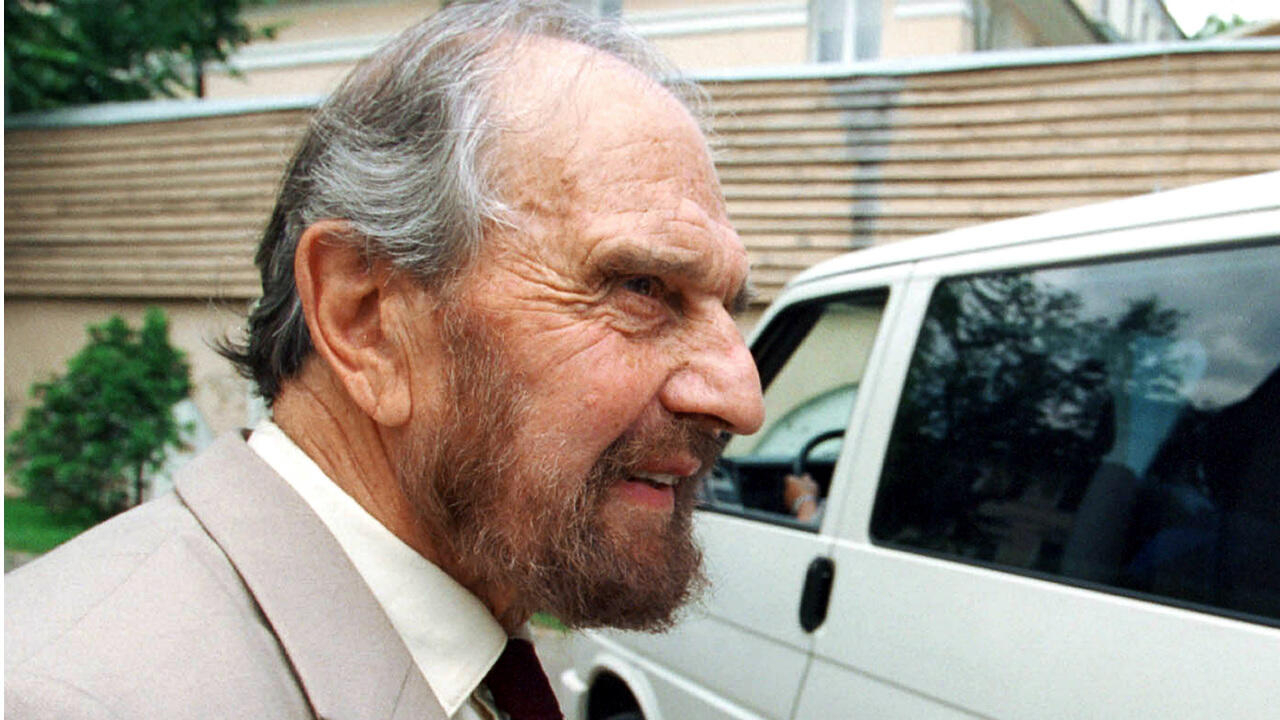 British double agent George Blake, who spied for Soviets during Cold War, dies at 98