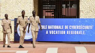 Jean-Yves Le Drian et son homologue sénégalais, Sidiki Kaba, ont inauguré l'École nationale en cybersécurité à vocation régionale (ENVR) de Dakar, le 6 novembre 2018.