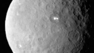 """صورة التقطها المسبار """"دون"""" للكوكب القزم سيريس في 19 شباط/فبراير 2015"""