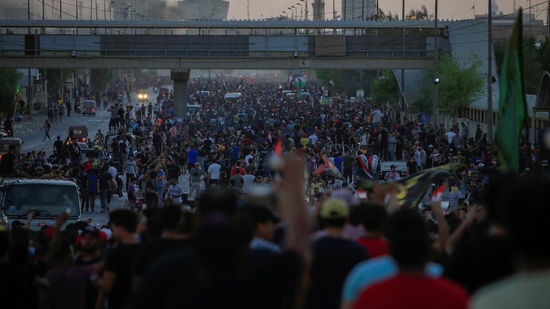 العراق: سقوط قتلى إثر تجدد المواجهات الدامية بين المتظاهرين والشرطة لليوم الخامس على التوالي