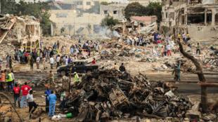 Les lieux de l'attentat survenu dans le centre de Mogadiscio, dimanche 15 octobre 2017, en Somalie.