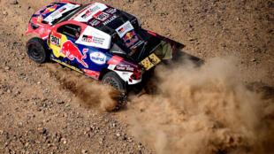 El piloyo catarí de Toyota Nasser Al-Attiyah, durante la etapa prólogo del Rally Dakar, el 2 de enero de 2021 cerca de Yedá