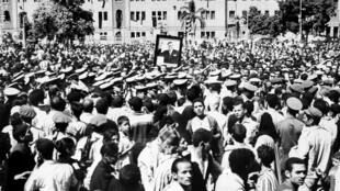 Tens of thousands of Egyptians mourners took to the streets for the funeral of charismatic president and champion of Arab unity Gamal Abdel Nasser in 1970