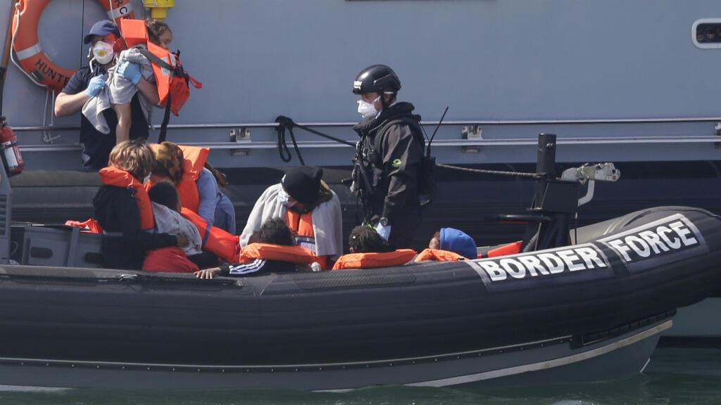 Britain presses France to halt 'unacceptable' migrant crossings