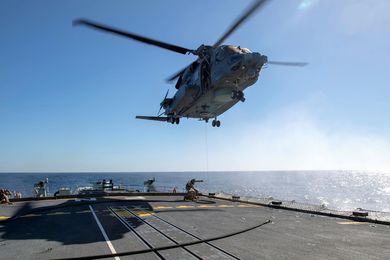L'appareil, un Cyclone Sikorsky CH-148 récemment acquis par l'armée canadienne, revenait vers la frégate Fredericton à l'issue d'une mission d'entraînement lorsque le contact a été perdu.