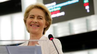 La presidenta electa de la Comisión Europea, Ursula von der Leyen, pronuncia un discurso luego de una votación sobre su elección en el Parlamento Europeo en Estrasburgo, Francia, el 16 de julio de 2019.