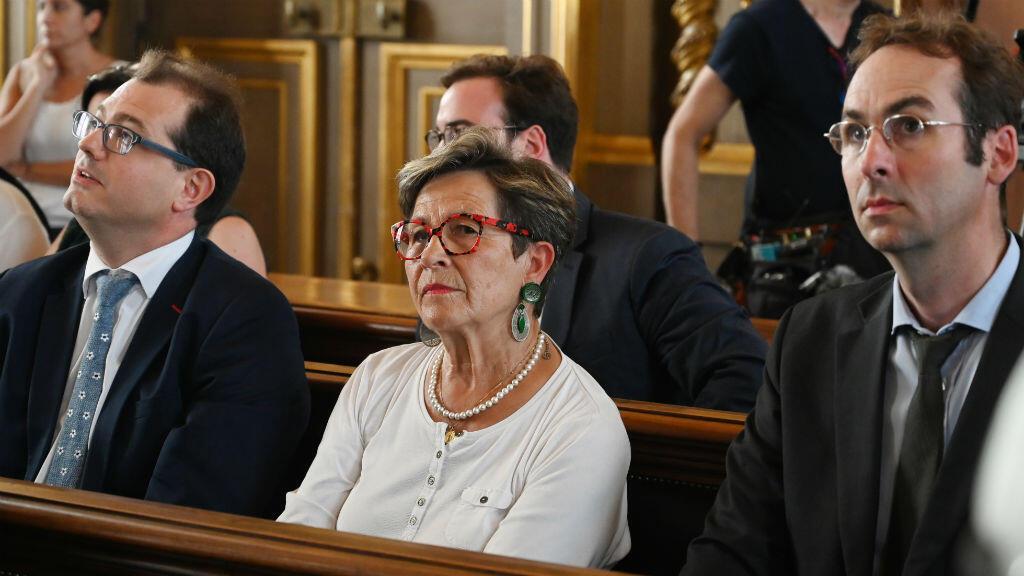 Viviane Lambert, la madre de Vincent Lambert, espera el inicio de una audiencia de apelación en el Tribunal de Casación en París, el 24 de junio de 2019.