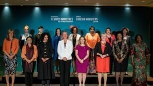 وزيرات خارجية شاركن في قمة مونتريال في صورة تذكارية في 21 أيلول/سبتمبر 2018
