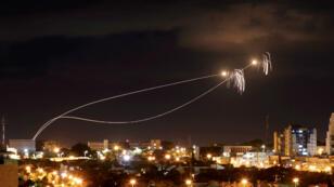 """Le système d'interception israélien """"Iron Dome"""" a intercepté la majorité des roquettes tirées depuis Gaza vers Israël."""