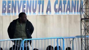 Des migrants africains arrivés à Catane le 23 avril 2015.