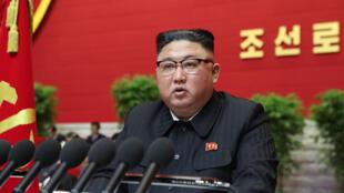 الزعيم الكوري الشمالي كيم جونغ-أون متحدثا امام مؤتمر للحزب الحاكم