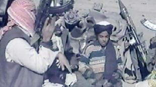 Hamza Ben Laden filmé en novembre 2001 en Afghanistan par Al-Jazeera.